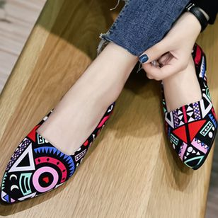 Flower Closed Toe Flat Heel Shoes