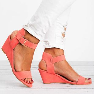 Women's Buckle Round Toe Nubuck Wedge Heel Sandals (147143123)