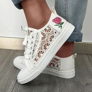 Women's Mesh Lace-up Flower Round Toe Cloth Flat Heel Sneakers (147219079)