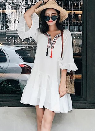 Geometric Embroidery V-Neckline 3/4 Sleeves Shift Dress