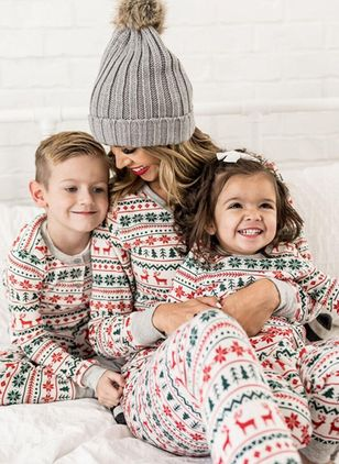 Mommy and Me Floral Christmas Long Sleeve Family Outfits (146741950)