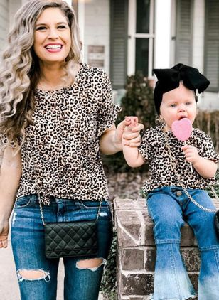 Mommy and Me Leopard Casual Short Sleeve Family Outfits (146700119)